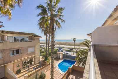Townhouse near the beach in Castelldefels